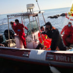 Si sente male sulla spiaggia delle grotte del Passetto, soccorso dai Vigili del fuoco e portato in ospedale