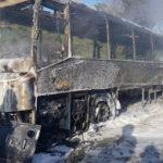 Autobus distrutto dalle fiamme, nessun ferito