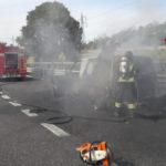 Furgone in fiamme sull'autostrada, incendio spento dai Vigili del fuoco