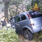 Con l'auto contro un albero, trasportato con l'eliambulanza all'Ospedale di Torrette