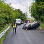 Perde il controllo dell'auto che si ribalta, soccorso e trasportato in ospedale