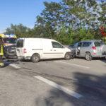 Auto contromano lungo la superstrada si schianta con un furgone: quattro feriti