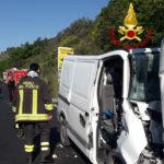Giovane muratore finisce con il furgone contro un autocarro: muore poco dopo all'Ospedale di Torrette