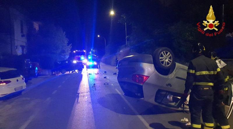 Nella notte un violentissimo schianto tra due auto