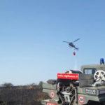 Con il supporto dell'elicottero spento dai Vigili del fuoco un vasto incendio di vegetazione