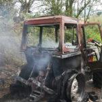 Trattore in fiamme, l'intervento dei Vigili del fuoco evita altri danni