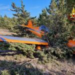 Un velivolo ultraleggero cade in una pineta, illeso il pilota