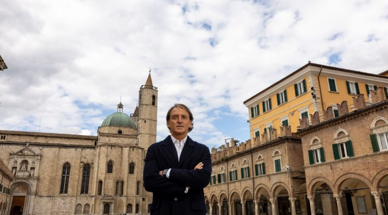 Inizia l'avventura della Nazionale di calcio: Mancini in campo anche come testimonial delle Marche
