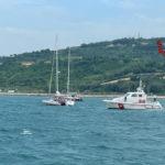 Imbarcazione soccorsa dai Vigili del fuoco al largo del porto di Ancona