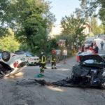 Violento schianto tra due auto, un ferito estratto dai Vigili del fuoco