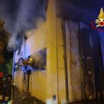 Calzaturificio in fiamme nella notte a Servigliano