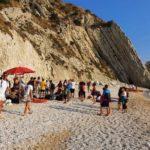 Cinquanta volontari hanno pulito la spiaggia ed i fondali delle Due Sorelle