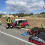 Si schianta con l'auto contro un camion, soccorso e trasportato all'Ospedale di Torrette